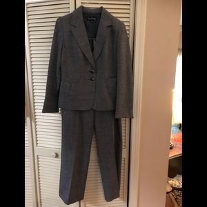 Office Ready Evan Picone Pantsuit, Like New Size 8